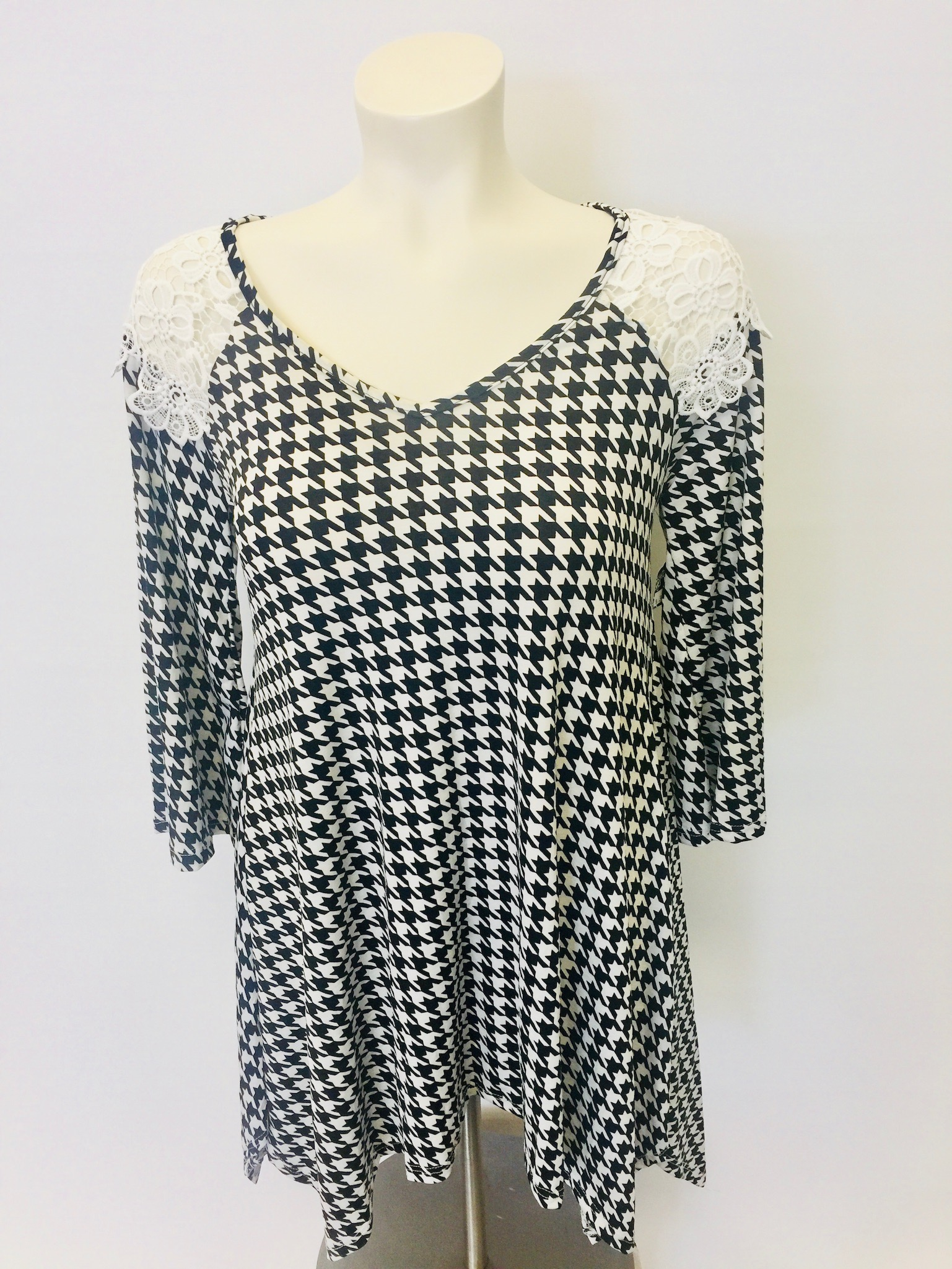 891f8f05e73 Black and White houndstooth print tunic • Stepping Out. »