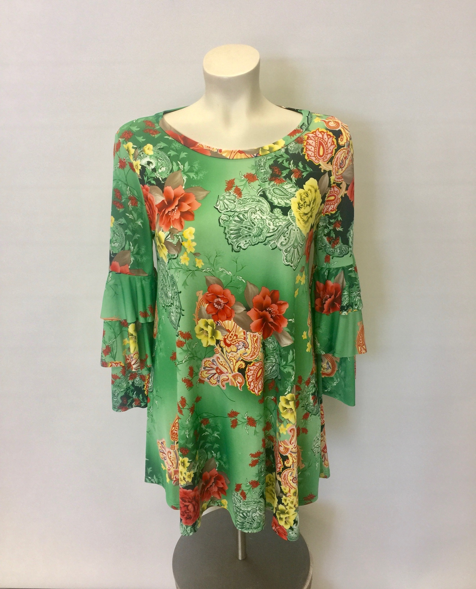 494b02da8 Green / Floral top with unfinished edge ruffle 3/4 Sleeve • Stepping Out. »
